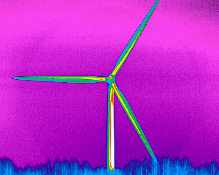 Calibration of a thermographic camera for measurements on wind turbines